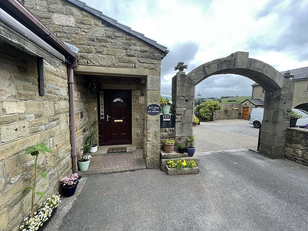 3 bedroom detached bungalow For Sale in Colne - Property photograph